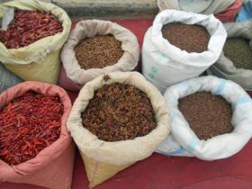 露店で販売されている香辛料。