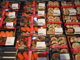 中国超市「広州イオン」の弁当(寿司)売場。