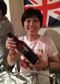 今回MCも務めた(株)ワイン・スタイルズの田中球恵さんとスティル(無発泡)タイプの「ヘニーズ・ビンテージ2014」。