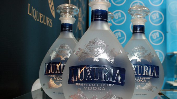 近く60度が販売されるコーン・ウォッカ「LUXURIA」。