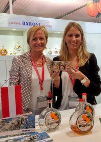 オーストリアのバイローニ社。愛嬌のあるボックスボイテル型のミニチュア瓶3本セットが土産物としても好評。