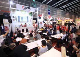 JETROによるジャパンパビリオンの専用ステージでのデモ。