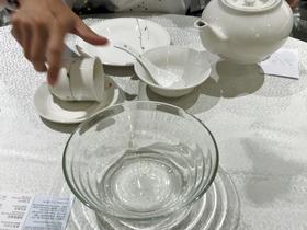器を湯ですすぐ行動は飲茶の楽しみに含まれている。