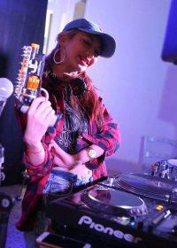 人気DJ IMARUさん