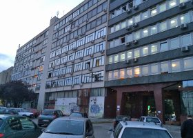 ブダペストでは見かけなかった社会主義チックな建物をノヴィサドではそこかしこで見かけた。