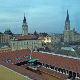 屋上のイタリアン・レストランからはノビサド市街が一望できる。