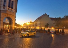 ブダペスト王宮を出ると夜のとばりが降り始めていた。