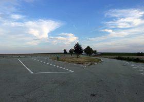 高速道路のパーキングエリア。セルビアではこういう風景が延々と続く。