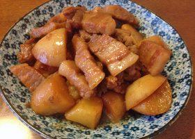 ジャガイモ入りの紅焼肉。豚肉は皮付きを手に入れたい。