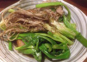 せり鍋から取り分けた一皿。根も食べるとは!