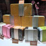 月餅で最近の人気商品は、「流心」「流沙」というネーミングのもの。
