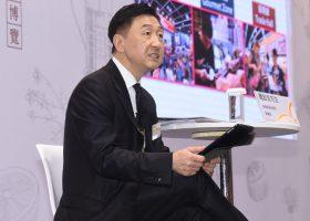 記者会見で説明する香港貿易発展局Benjamin Chau副総裁。