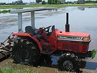 機械抜きに現代の農業を語れば、それは虚構と言うほかない。多くの新しい種苗、化学工業製品である多くの資材についても、同じことが言えるのだが