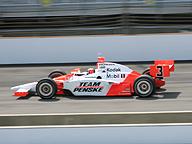 Indianapolis 500。パワー、スピード、勝利に多くの人々が注目し、賞賛、あこがれを生む
