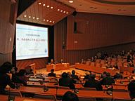 学術会議講堂で行われた緊急集会。