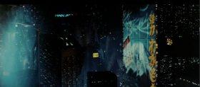 2019年ロサンゼルス、夜景に浮かび上がる「強力わかもと」の電子広告