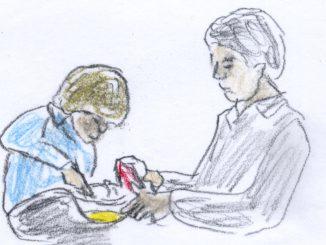 フレンチトーストを手際良く作っていく父子の共同作業
