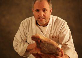 「レクスプレス」誌により「パリ最高の精肉店」に選ばれた「肉の達人」イブ・マリ・ル・ブルドネック
