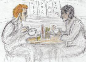 大阪の市場でうどんをすするニック(左)と松本