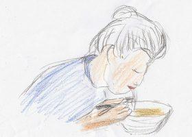「モリのいる場所」より。カレーうどんを食べる秀子(樹木希林)