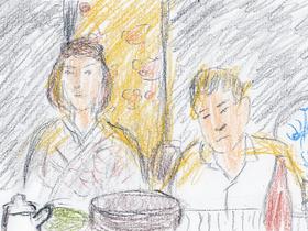 英雄は浅草の今半別館で異人の両親とすき焼き鍋を囲む。立ち上るすき焼きの湯気とステンドグラスから差し込む夕陽が幻想的な雰囲気を醸し出している。