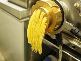 押し出し製麺機で生パスタを提供
