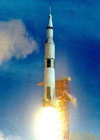 サターンロケットの打ち上げ