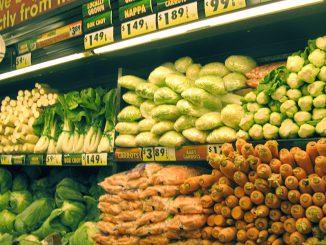 アメリカのスーパーマーケットの青果売場