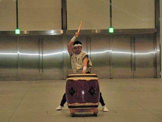 15分の説明時間が終わると和太鼓の演奏がある。これを合図に次のブースへ移動。